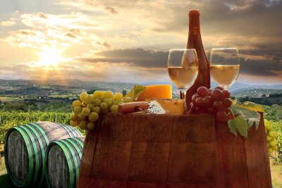 Plakat Białe wino z Barell w winnicy, Chianti, Toskania, Włochy