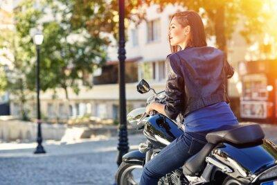 Plakat Biker dziewczyna w skórzanej kurtce na motocyklu