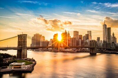 Plakat Brooklyn Bridge i Lower Manhattan skyline o zachodzie słońca