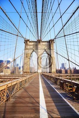 Plakat Brooklyn Bridge o wschodzie słońca, Nowy Jork.