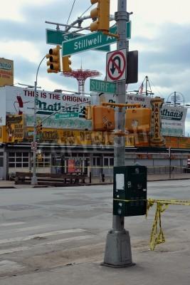 Plakat Brooklyn, NY - 01 listopada: Większość busineses zamknięta w okolicy Coney Island ze względu na wpływ Hurricane Sandy w Brooklyn, Nowy Jork, USA, w czwartek, 01 listopada 2012.