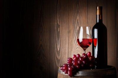 Plakat Butelka i kieliszek czerwonego wina z winogron