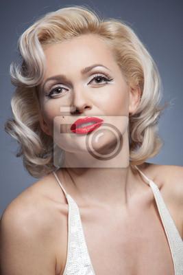 Plakat Całkiem blond dziewczyna jak Marilyn Monroe w białej sukni z