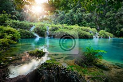 Cascades National Park w Gwatemala Semuc Champey o zachodzie słońca