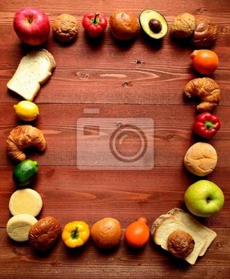 Plakat Chleby z kolorowych owoców na tle brązowego drewna