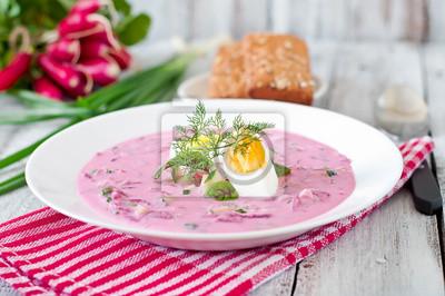 Chłodnik z buraków na jogurt z jajkiem, rzodkiewki i ogórki