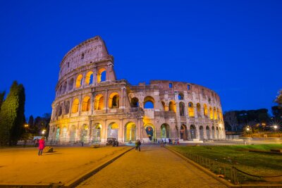 Plakat Colosseum at night in Rome, Italy