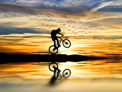 Plakat corriendo con la bicicleta
