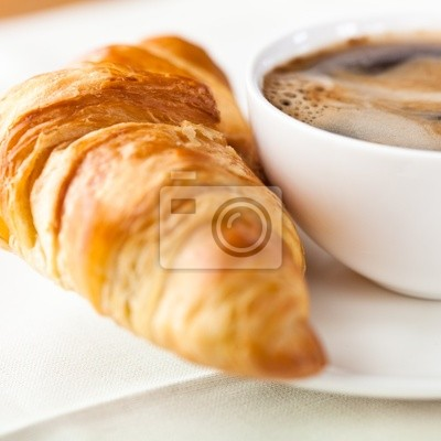 Plakat Croissant i filiżanka pysznej kawy