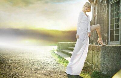 Plakat Cudowny anioł z zachodem słońca w tle