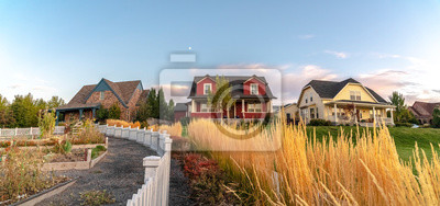 Plakat Curving white picket fence with border of grass