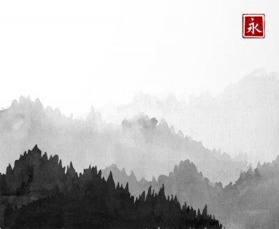 Plakat Czarne Góry z drzew leśnych w przeciwmgielnych na białym tle. Hieroglif - wieczność. Tradycyjny orientalny obraz atramentowy sumi-e, u-sin, go-hua.