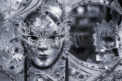 Plakat Czarno-biały obraz tradycyjnej karnawałowej maski w Wenecji, Włochy