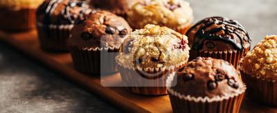 Plakat Czekolada Muffin z czekoladowymi frytkami. Selektywne fokus.