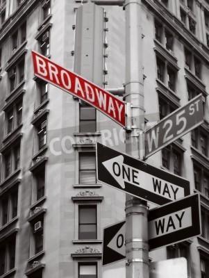 Plakat czerwony broadway znak w kolorze czarnym i białym zdjęcie Nowego Jorku znaków