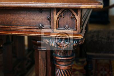 Plakat Część zabytkowego drewnianego stołu