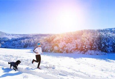 Plakat Człowiek jogging w przyrodzie zimą
