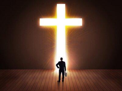 Plakat Człowiek patrząc na jasny znak krzyża