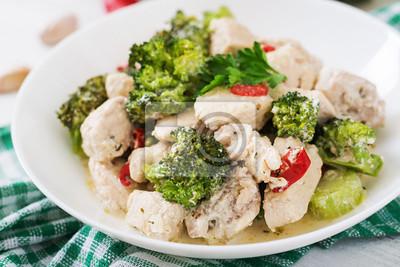 Delikatne saute kurczaka z brokułami i papryką chili w sosie czosnkowym