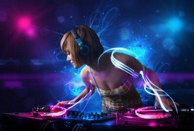 Plakat Disc jockey odtwarzanie muzyki z electro efektami światła i światła