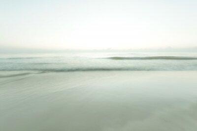 Plakat Długa ekspozycja strzał na plaży Hua Hin, Tajlandii podczas wschodu słońca