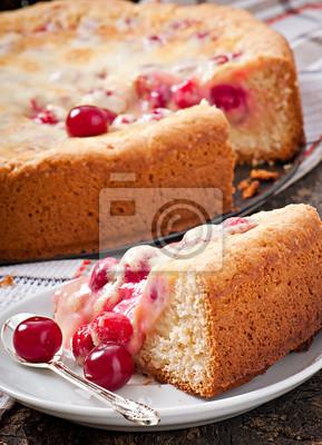 Domowe ciasto z wiśniami i śmietaną