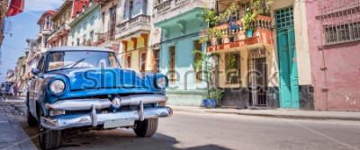 Plakat Dostępny klasyczny amerykański samochód w Hawańskim, Kuba