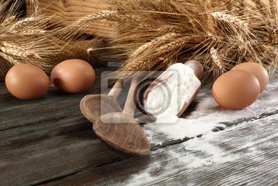 drewniany stół i mąki