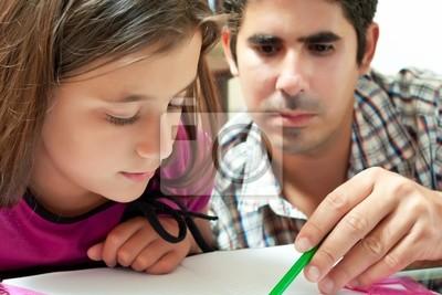 Plakat Dziewczyna i jej młody latin ojciec pracuje nad projektem szkolnym