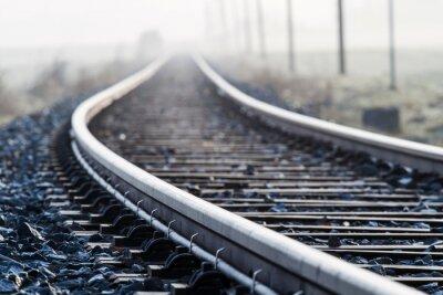 Plakat Einspurige Bahnlinie im Morgennebel