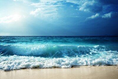Plakat fale na plaży na Seszelach