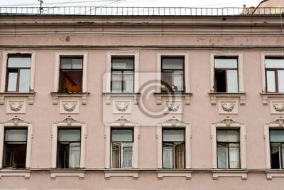 Plakat Fasada Budynku Z Klasyczna Rzedami Okien Na Wymiar Rozowy