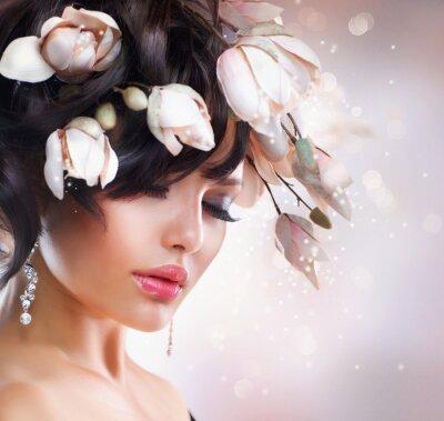 Plakat Fashion Brunette Girl with Magnolia. Fryzura.