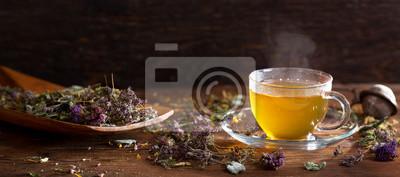Plakat Filiżanka herbaty ziołowej z różnymi ziołami