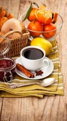 Plakat Filiżanka kawy śniadanie w stylu rustykalnym na desce