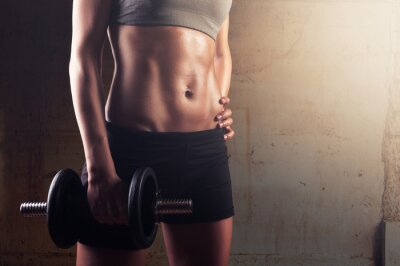 Plakat Fitness kobieta przygotowuje się do sesji treningu