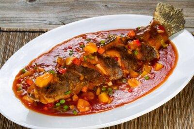 Plakat Fried cała ryba w sosie z owoców i warzyw
