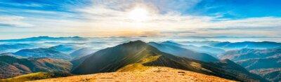 Plakat Górski krajobraz o zachodzie słońca