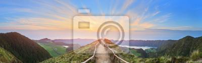 Plakat Górski krajobraz z szlaku i widokiem pięknych jezior, Ponta Delgada, São Miguel, Azory, Portugalia
