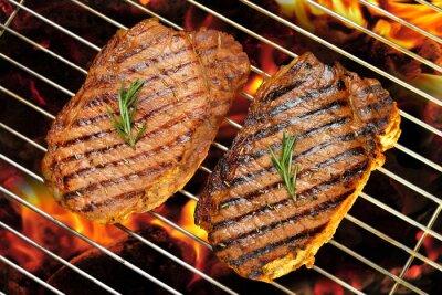 Plakat Grillowane steki wołowe na płonące grill