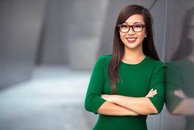 Plakat Headshot cute azjatyckich zawodowych kobieta prawdopodobnie księgowa adwokat adwokat architekt bizneswoman