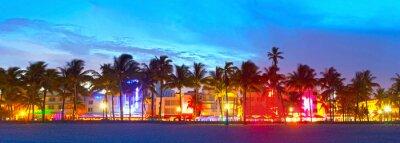 Plakat Hotele i restauracje Florida o zachodzie słońca na Ocean Drive w Miami Beach,, światowej sławy miejsce dla swojego życia nocnego, piękna pogoda i czyste plaże
