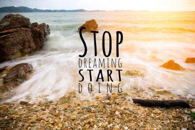 Plakat Inspirujący cytat nieznanego źródła na plaży