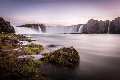 Plakat Islandia, Godafoss na zachodzie słońca, piękny wodospad, długi czas ekspozycji