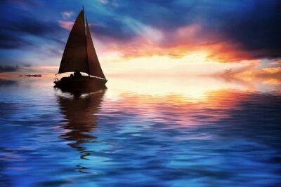 Plakat Jacht żaglowy przed zachodem słońca