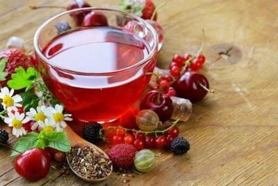 Plakat Jagoda herbata ze świeżych porzeczki, maliny i truskawki
