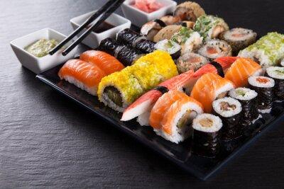 Plakat Japoński zestaw sushi z owocami morza