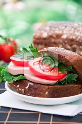 Kanapka zdrowych szynka z pomidorów i sałaty