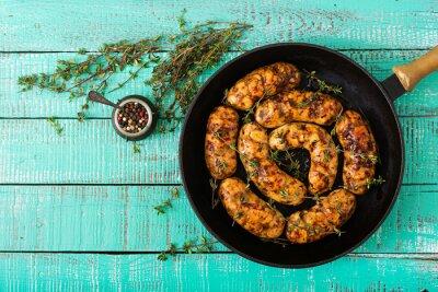 Kiełbasy dietetyczne z filetu indyka i grzybów na patelni