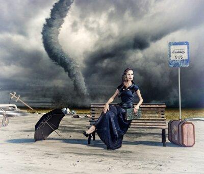 Plakat Kobieta i tornado